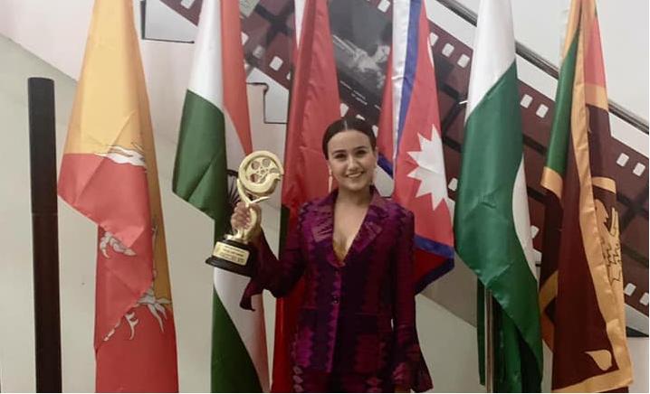 सार्क फिल्म फेस्टिबलमा नेपाली हिरोइनले जितिन् अवार्ड !