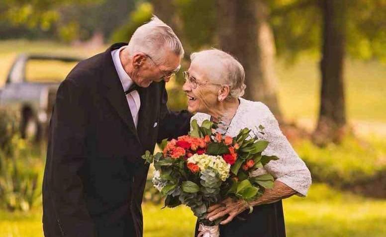 पुरानो हुँदैन माया : हेर्नुहोस् प्रेम झल्काउने विश्वका यी चर्चित १४ तस्बिरहरू