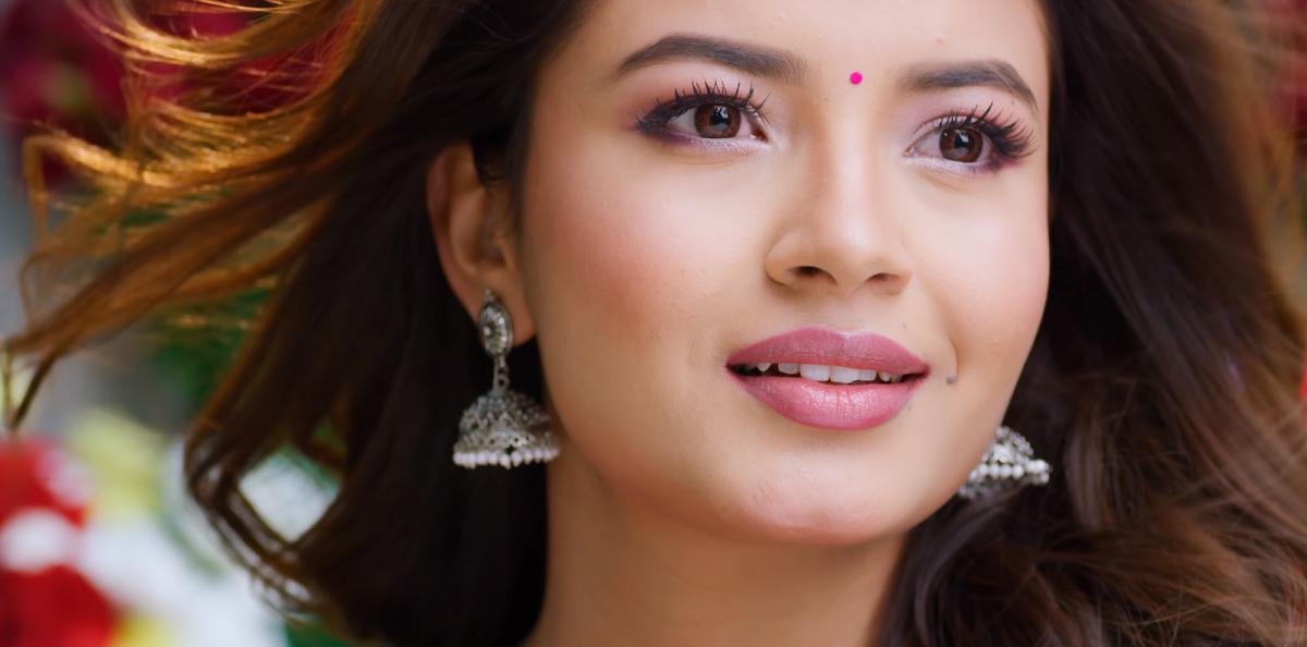 यस्तो बन्यो फिल्म 'लभ डायरिज'को 'अधुरो लाग्छ मेरो जीवन' को भिडियो